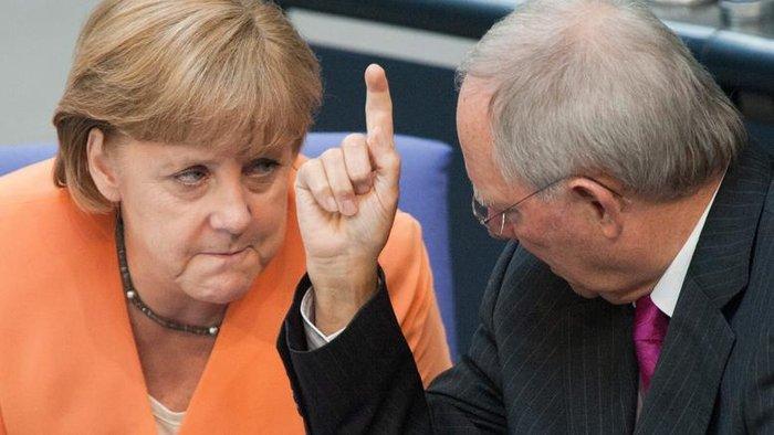 Α. Μέρκελ και Β. Σόιμπλε στο γερμανικό κοινοβούλιο