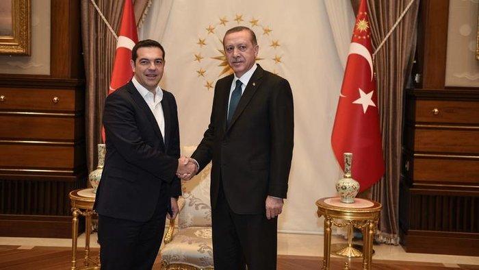 Αλέξης Τσίπρας και Ταγίπ Ερντογάν κατά τη διάρκεια της πρώτης τους συνάντησης τον Νοέμβριο του 2015