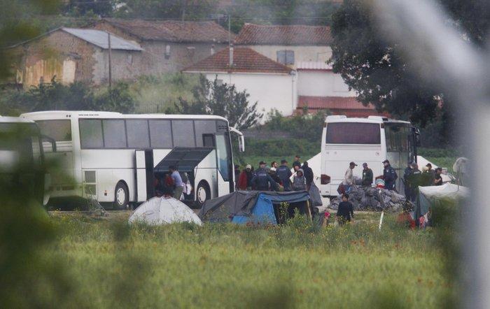 «Κλεφτοπόλεμος» με τους δημοσιογράφους στην Ειδομένη - εικόνα 6
