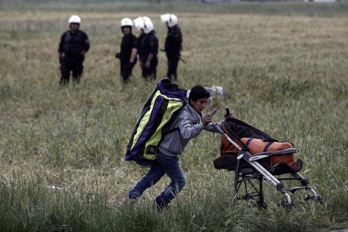 «Κλεφτοπόλεμος» με τους δημοσιογράφους στην Ειδομένη - εικόνα 5