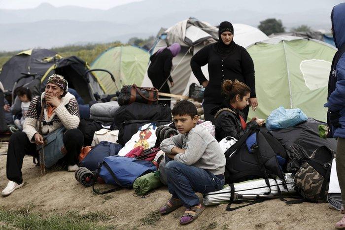 Καρέ καρέ η επιχείρηση στην «φαβέλα» της Ευρώπης - εικόνα 16