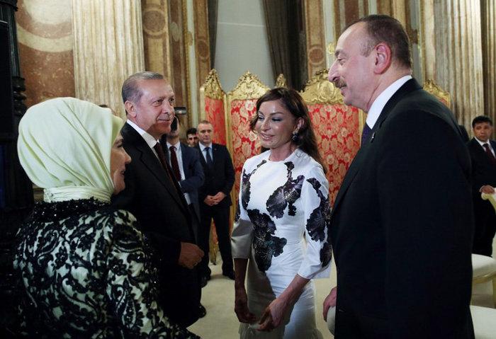 Πάρτι-χλιδής του Ερντογάν σε παλάτι της Κωνσταντινούπολης-φωτο - εικόνα 5