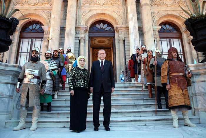 Πάρτι-χλιδής του Ερντογάν σε παλάτι της Κωνσταντινούπολης-φωτο - εικόνα 8