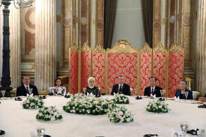 Πάρτι-χλιδής του Ερντογάν σε παλάτι της Κωνσταντινούπολης-φωτο - εικόνα 9