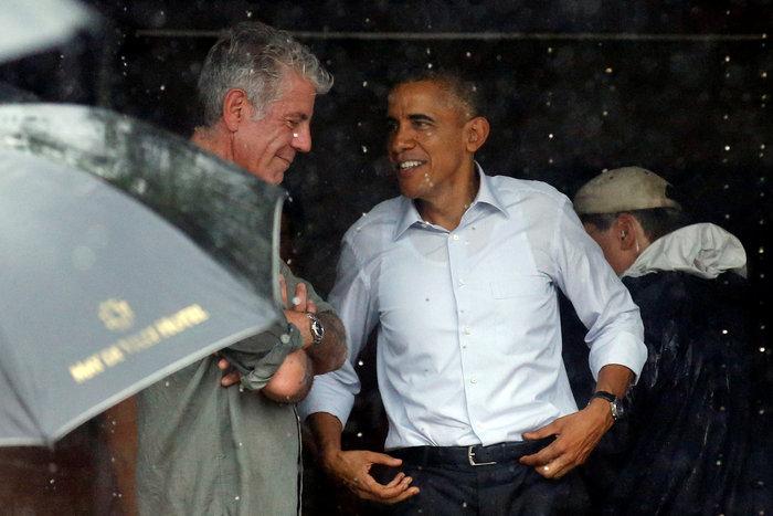 Ομπάμα & Μπουρντέν δοκίμασαν τις λιχουδιές του Ανόι