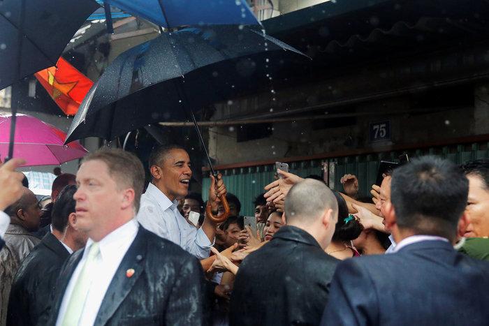 Ομπάμα & Μπουρντέν δοκίμασαν τις λιχουδιές του Ανόι - εικόνα 2