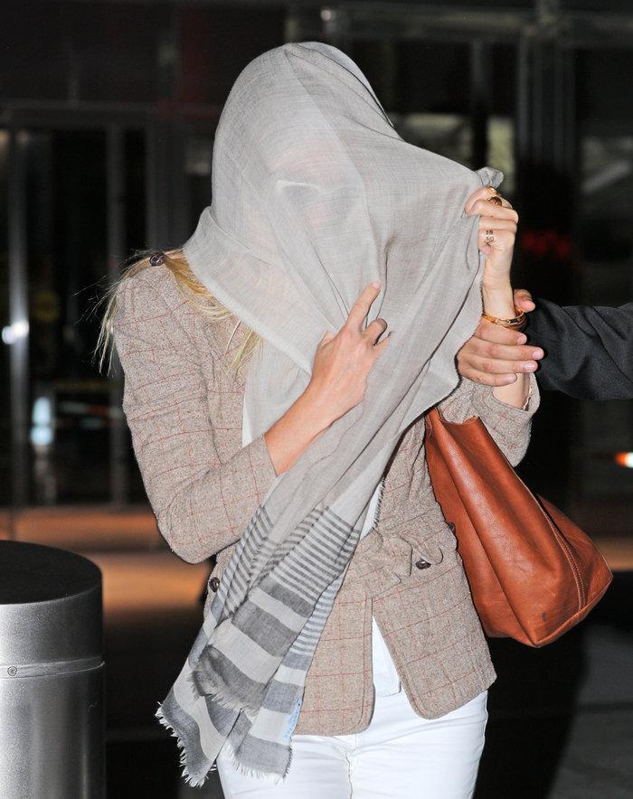 Γιατί έκρυψε το πρόσωπό της με το μαντήλι της η Γκουίνεθ Πάλτροου;