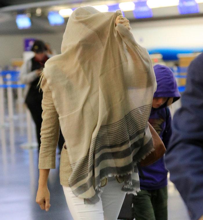 Γιατί έκρυψε το πρόσωπό της με το μαντήλι της η Γκουίνεθ Πάλτροου; - εικόνα 2