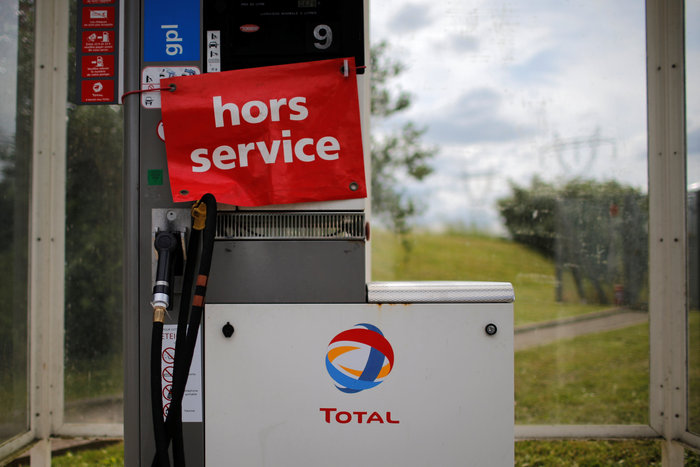 Χάος και ουρές για λίγη βενζίνη στη Γαλλία