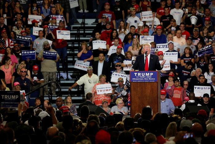 Πεδίο μάχης προεκλογική ομιλία του Τραμπ