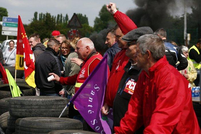 Στο «κόκκινο» η Γαλλία: Απεργούν και οι εργαζόμενοι στα πυρηνικά εργοστάσια - εικόνα 2