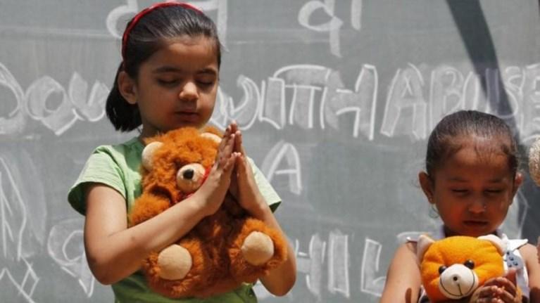Σε ποια χώρα οι βιαστές παιδιών θα τιμωρούνται με ευνουχισμό