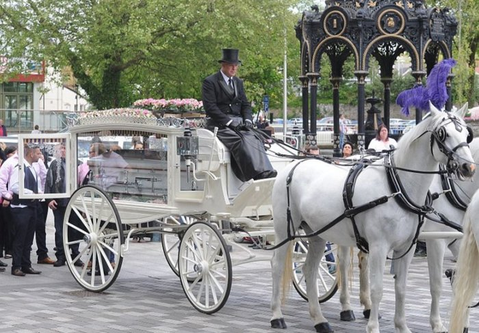 Μυθική χλιδή στην κηδεία της βασίλισσας των Τσιγγάνων - εικόνα 5