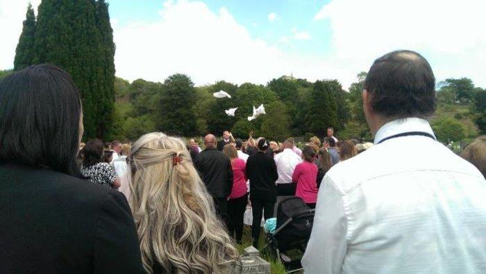 Μυθική χλιδή στην κηδεία της βασίλισσας των Τσιγγάνων - εικόνα 6