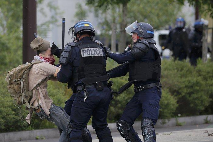 Φλέγεται η Γαλλία για τον νέο εργασιακό νόμο του Ολάντ - φωτό- - εικόνα 2