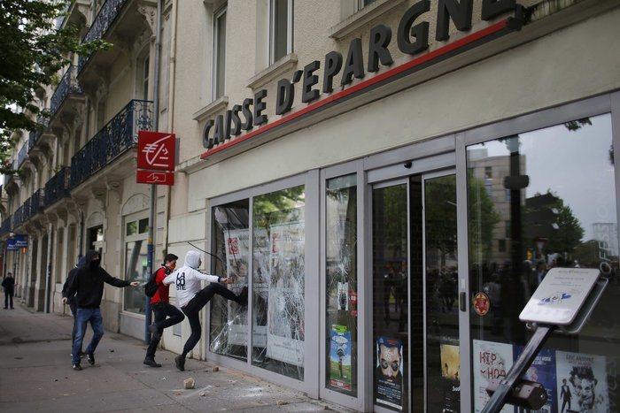 Φλέγεται η Γαλλία για τον νέο εργασιακό νόμο του Ολάντ - φωτό- - εικόνα 5
