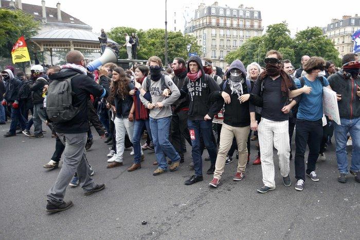 Φλέγεται η Γαλλία για τον νέο εργασιακό νόμο του Ολάντ - φωτό- - εικόνα 9