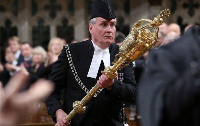 Ο Καναδός πρέσβης που σκότωσε τρομοκράτη τα βάζει και με διαδηλωτή video - εικόνα 3