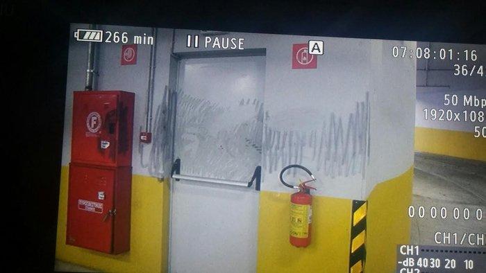 Εικόνες φρίκης στο υπόγειο που πέθανε η Αγραφιώτου - εικόνα 6