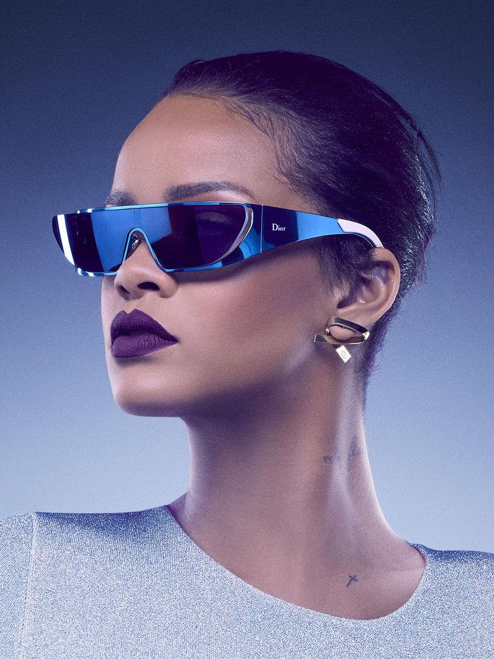 Η Ριάνα κολάζει ακόμη κι όταν διαφημίζει γυαλιά ηλίου! - εικόνα 4