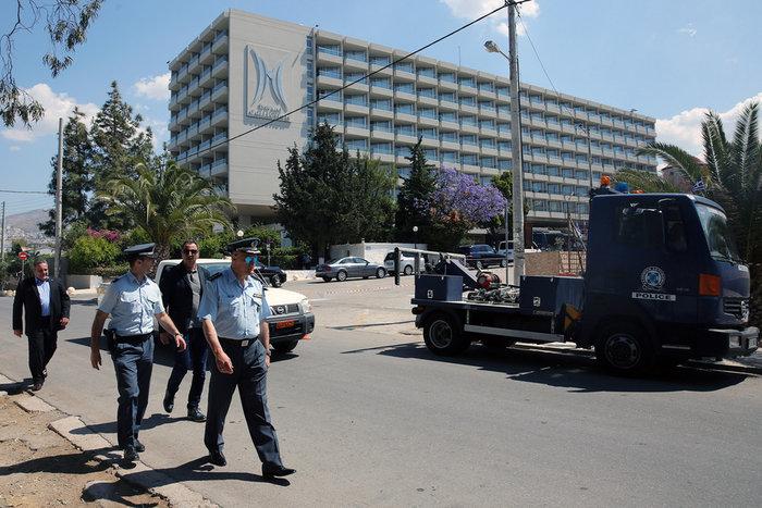 «Ζώνη ασφαλείας» και έξω από το ξενοδοχείο του Πούτιν - εικόνα 2