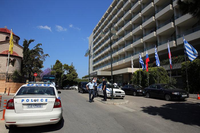 «Ζώνη ασφαλείας» και έξω από το ξενοδοχείο του Πούτιν - εικόνα 3
