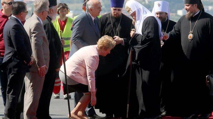 Η ευσεβής υπουργός Μαρία Κόλλια και  η γονυκλισία στον Κύριλλο - εικόνα 3