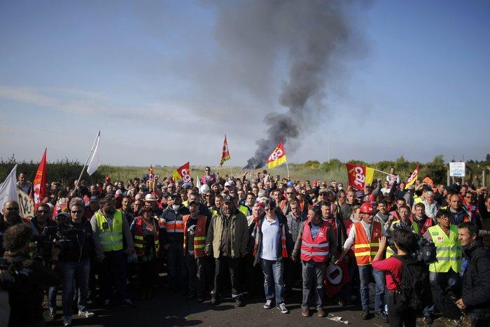 Τέλειωσε ο αποκλεισμός των πετρελαϊκών εγκαταστάσεων στη Γαλλία - εικόνα 2
