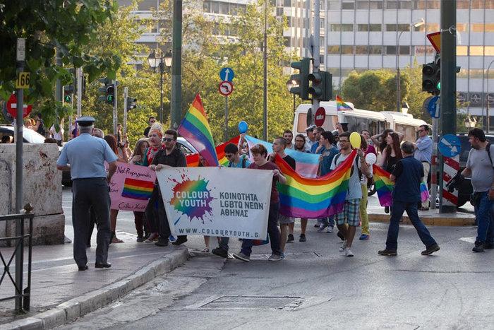 Υπερέβαλαν...σε μέτρα ασφαλείας για την πορεία των ΛΟΑΤΚΙ κατά Πούτιν - εικόνα 2