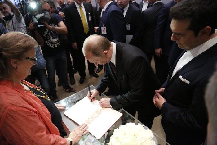 Μέσα στη νύχτα η επίσκεψη Πούτιν στο Βυζαντινό Μουσείο - εικόνα 3
