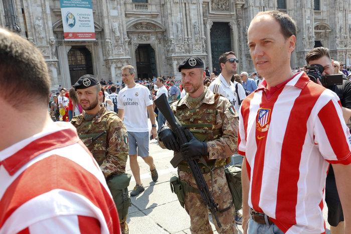 Στρατός και κέφι στο Μιλάνο για τον μεγάλο τελικό του Champions League - εικόνα 8