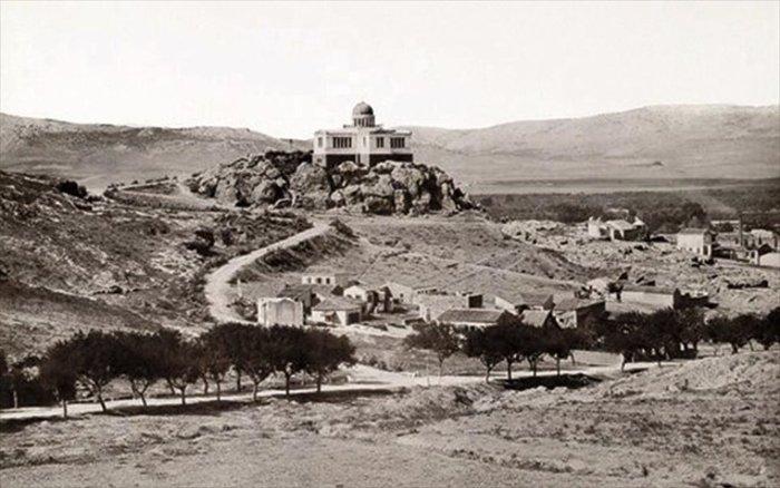 Από τις πρώτες φωτογραφίες του Αστεροσκοπείου και του Λόφου των Νυμφών στα μέσα του 19ου αιώνα