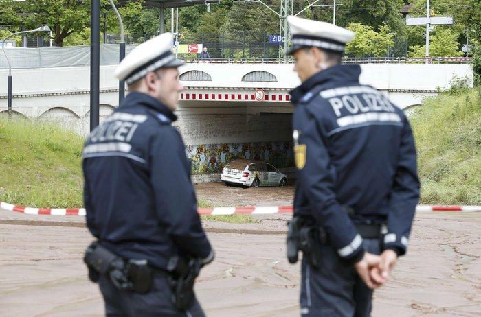 Tρεις νεκροί και τεράστιες καταστροφές από τη θεομηνία στη Γερμανία - εικόνα 4
