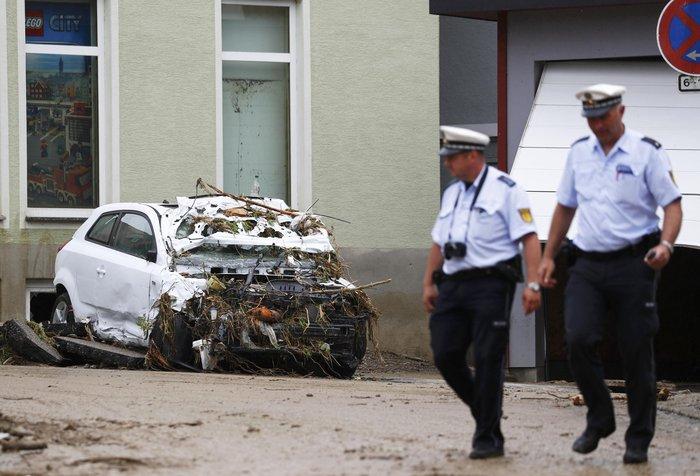 Tρεις νεκροί και τεράστιες καταστροφές από τη θεομηνία στη Γερμανία - εικόνα 5