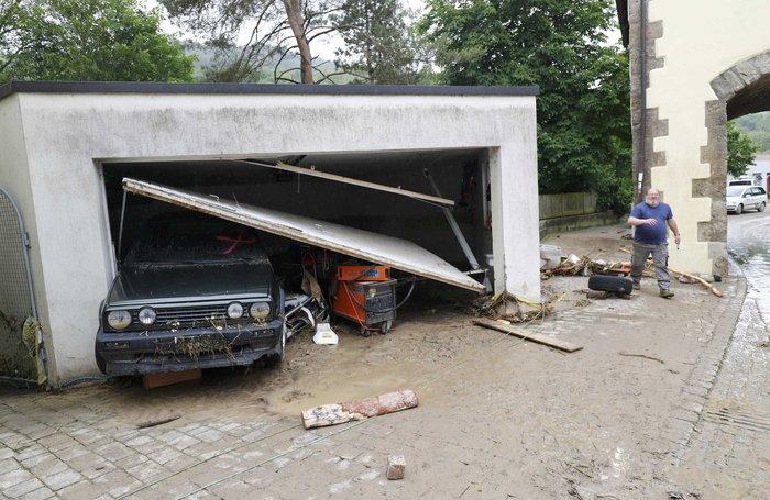 Tρεις νεκροί και τεράστιες καταστροφές από τη θεομηνία στη Γερμανία