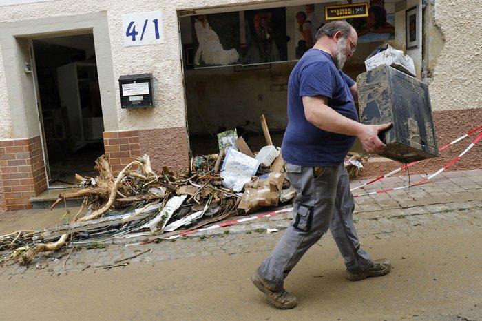 Tρεις νεκροί και τεράστιες καταστροφές από τη θεομηνία στη Γερμανία - εικόνα 12