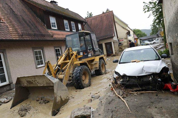 Tρεις νεκροί και τεράστιες καταστροφές από τη θεομηνία στη Γερμανία - εικόνα 13