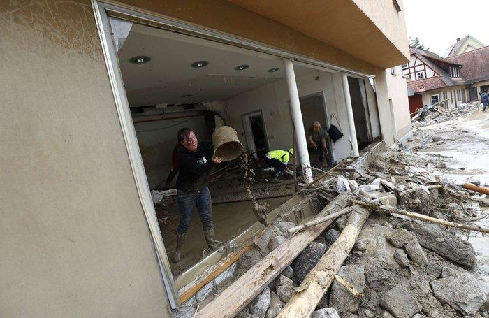 Tρεις νεκροί και τεράστιες καταστροφές από τη θεομηνία στη Γερμανία - εικόνα 14