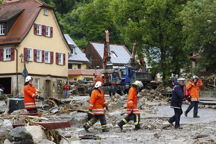Tρεις νεκροί και τεράστιες καταστροφές από τη θεομηνία στη Γερμανία - εικόνα 16