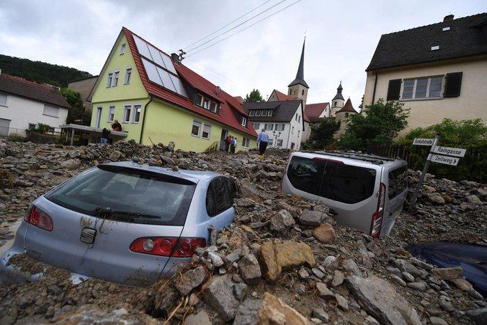 Tρεις νεκροί και τεράστιες καταστροφές από τη θεομηνία στη Γερμανία - εικόνα 18