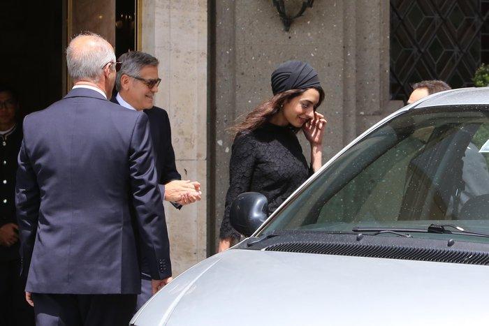 Με... τουρμπάνι και μαύρη δαντέλα στον Πάπα η Αμάλ Κλούνεϊ - εικόνα 3