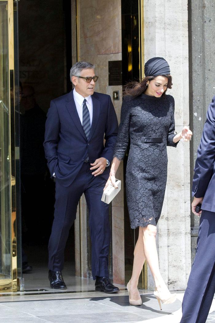 Με... τουρμπάνι και μαύρη δαντέλα στον Πάπα η Αμάλ Κλούνεϊ - εικόνα 4
