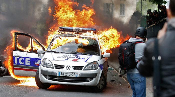 Σκηνικό πολέμου: Ποιοί είναι οι casseurs που κάνουν γυαλιά-καρφιά το Παρίσι