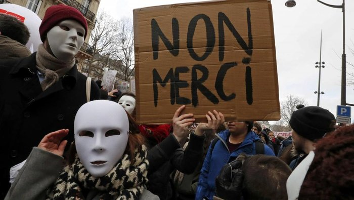 Σκηνικό πολέμου: Ποιοί είναι οι casseurs που κάνουν γυαλιά-καρφιά το Παρίσι - εικόνα 2