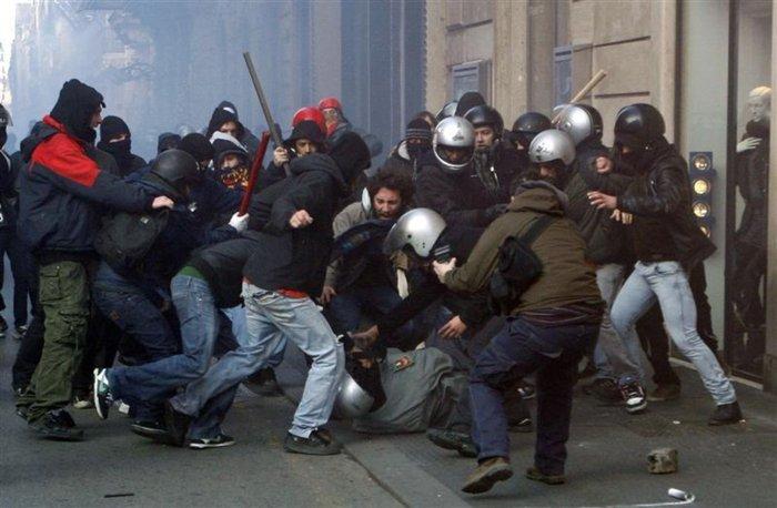 Σκηνικό πολέμου: Ποιοί είναι οι casseurs που κάνουν γυαλιά-καρφιά το Παρίσι - εικόνα 4