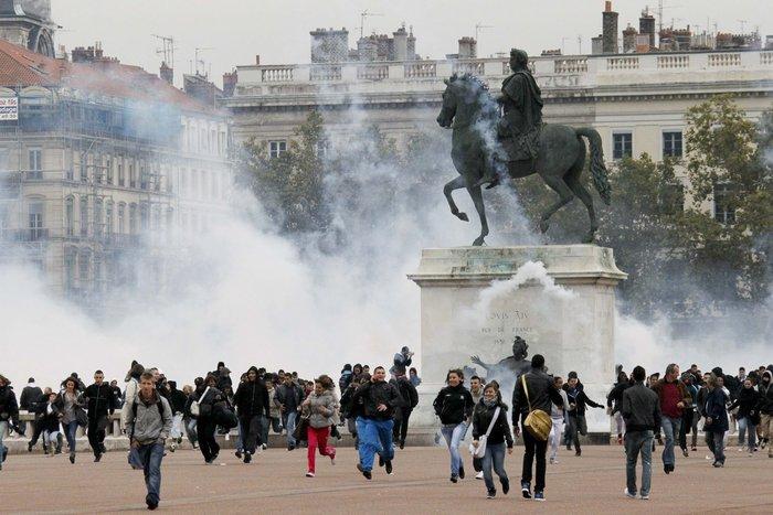 Σκηνικό πολέμου: Ποιοί είναι οι casseurs που κάνουν γυαλιά-καρφιά το Παρίσι - εικόνα 5
