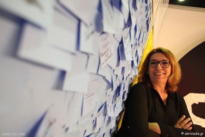 Η δημοσιογράφος του TheTOC, Αργυρώ Μποζώνη που κάλυψε το Debate.