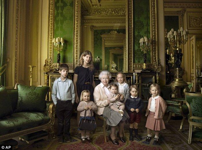 Η Βασίλισσα έγινε cover girl του Vanity Fair στα 90 της! - εικόνα 2