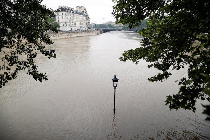 Παρίσι:Οι χειρότερες πλημμύρες τα τελευταία 100 χρόνια