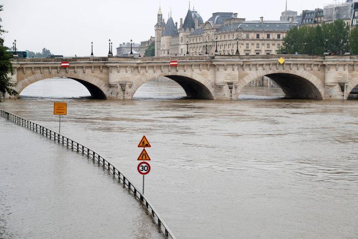 Παρίσι:Οι χειρότερες πλημμύρες τα τελευταία 100 χρόνια - εικόνα 3